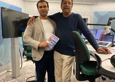 Ashis Mathura met Prem Radhakishun en zijn boek